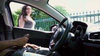Homem mostrou pau dentro do carro para novinha